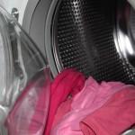 洗濯機から出る真っ黒カビの原因と対策とは?